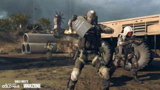 Best EM2 Warzone loadouts - a Warzone operator armours up with the new Tempered perk.