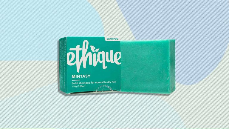 The Ethique Mintasy Shampoo bar and box is pictured on top of a computed generated background design with colored blobs and lines