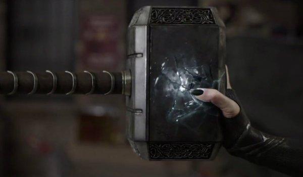 Thor Ragnarok Hela destroys mjolnir