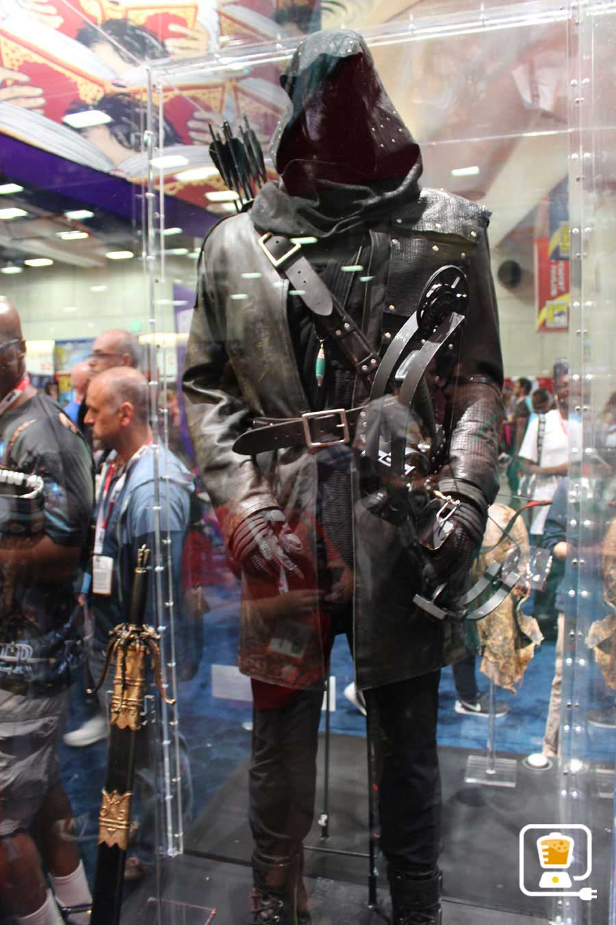 See Flash And Arrow's Amazing Costumes And Gadgets On Display At Comic-Con #32890