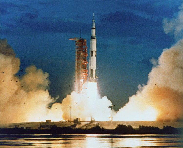 Apollo 11's Vintage Tech: The Most Amazing Moon Landing