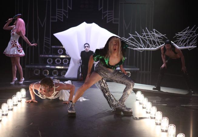 Glee Photos For November Episodes Tease Adam Lambert, Twerking And More #29536