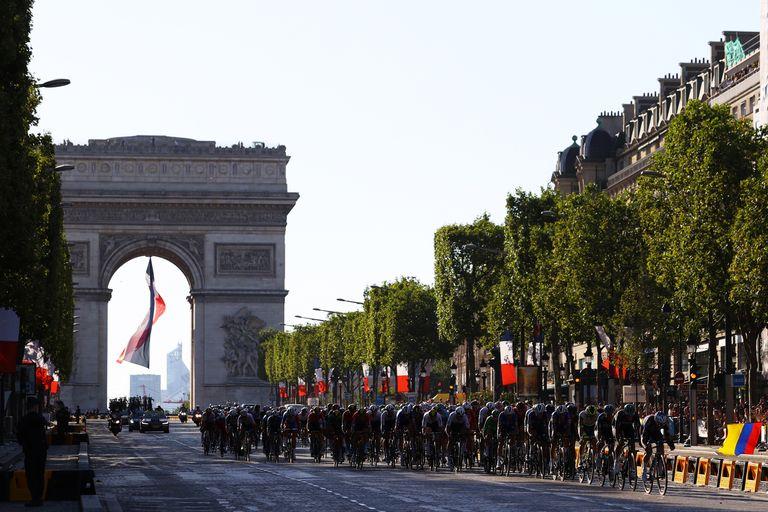 Tour de France 2021 peloton in Paris