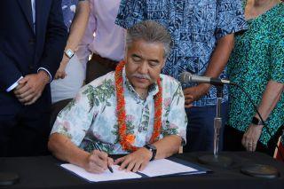 gov-hawaii-climate-bills.jpg