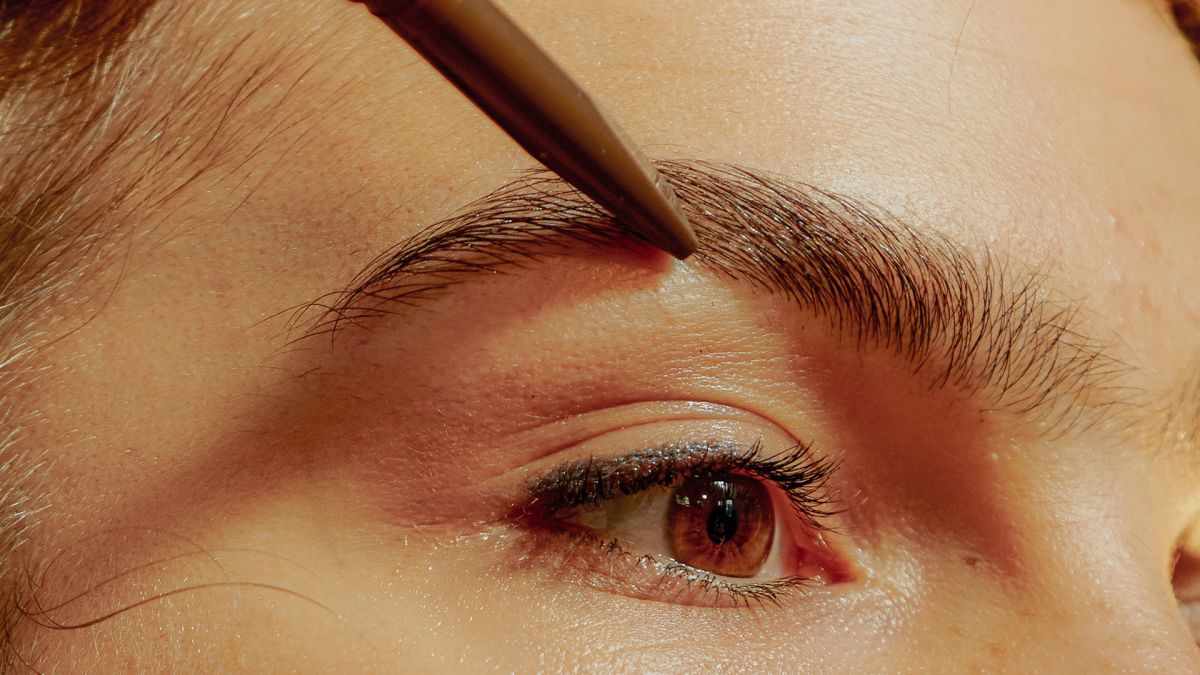 Get your best eyebrows without visiting a salon
