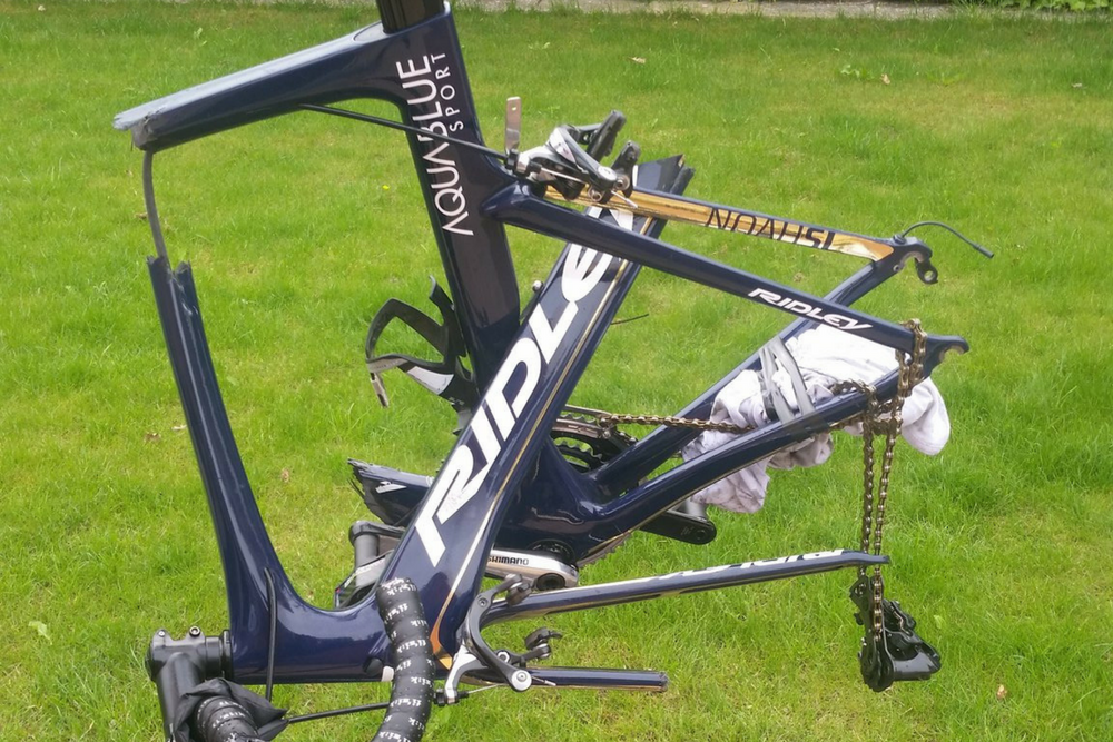 Easyjet Destroyed My Bike Pro Cyclist Posts Photo Of