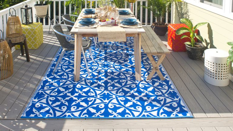 colourful outdoor rug on a decked dining terrace
