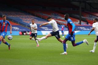 Sergio Aguero scoring against Crystal Palace