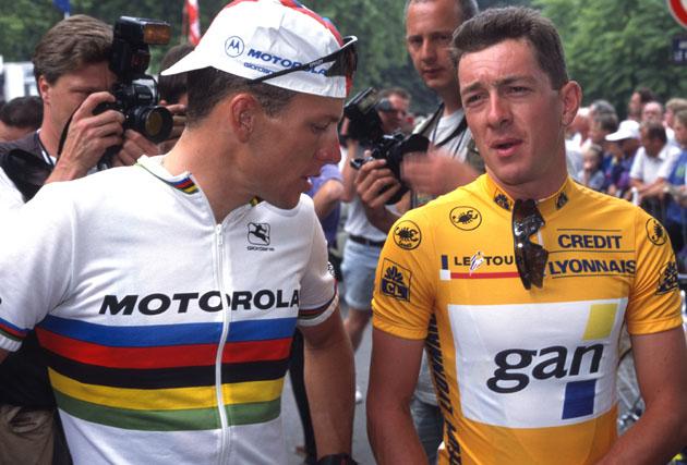 Chris Boardman (right) ralks to world champion Lance Armstrong at the 1994  Tour de France. Photo  Yuzuru Sunada 16aadd493
