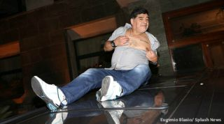 Diego Maradona Flashes Nipple Offers No 10 Shirt To Lorenzo Insigne In Big Naples Night Out Fourfourtwo