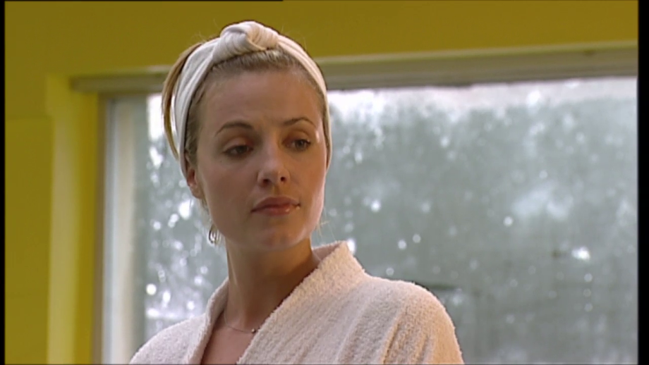 Izzy played by Elize du Toit in Hollyoaks