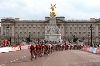 LONDON ENGLAND AUGUST 03 Julia Soek of The Netherlands and Team Sunweb Floortje Mackaij of The Netherlands and Team Sunweb Leah Kirchmann of Canada and Team Sunweb Coryn Rivera of The United States and Team Sunweb Peloton Buckingham Palace Peloton during the 7th Prudential RideLondon Classique 2019 a 68km stage from The Mall London to The Mall London RideLondon RideLondon UCIWT PRLClassic on August 03 2019 in London England Photo by Alex LiveseyGetty Images