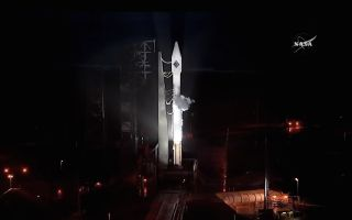 Cygnus and Atlas V on the Pad