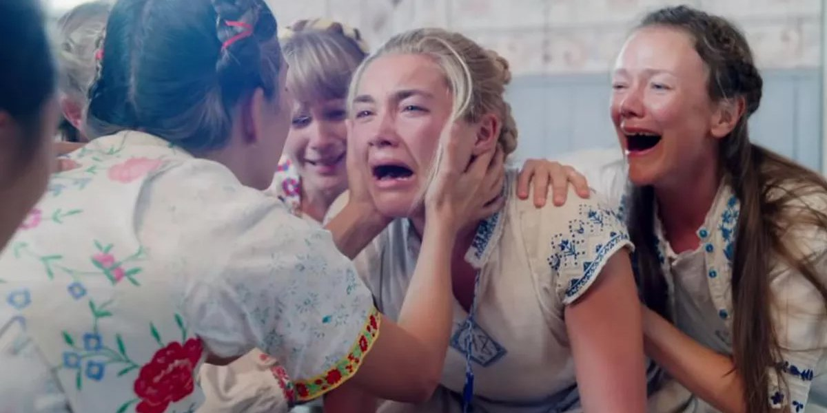 Dani cries in Midsommar