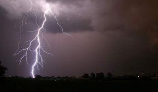 lightning-bolt-100715-02
