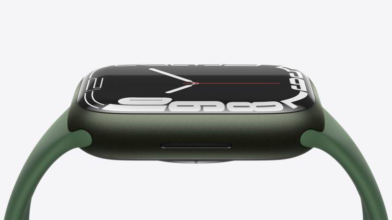 Apple Watch Series 7 in green