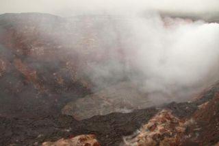 puuoo-crater-lava-lake-110329-02
