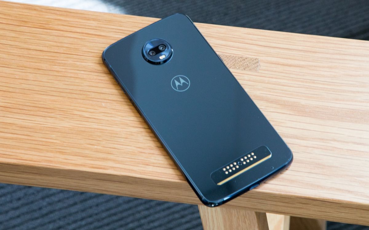 Moto Z3 Play - Full Review and Benchmarks | Tom's Guide