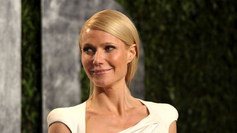WEST HOLLYWOOD, CA - FEBRUARY 26: Actress Gwyneth Paltrow arrives at the 2012 Vanity Fair Oscar Party hosted by Graydon Carter at Sunset Tower on February 26, 2012 in West Hollywood, California. (Photo by John Shearer/WireImage)
