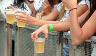 drinking teenagers