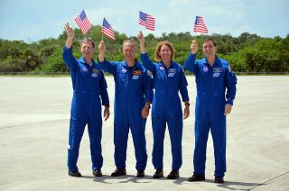 Final space shuttle crew arrives at launch site on Independence Day