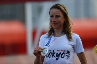 Annemiek van Vleuten with the silver medal at the Tokyo Olympic Games
