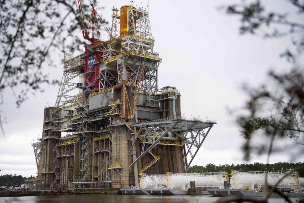 NASA will fire up its SLS moon megarocket in final 'green run' test this month