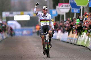 Mathieu Van Der Poel wins Azencross