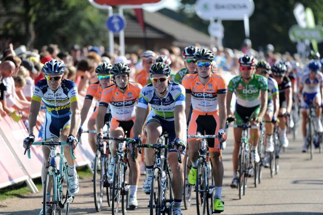 Peloton roll in, Tour of Britain 2012, stage one