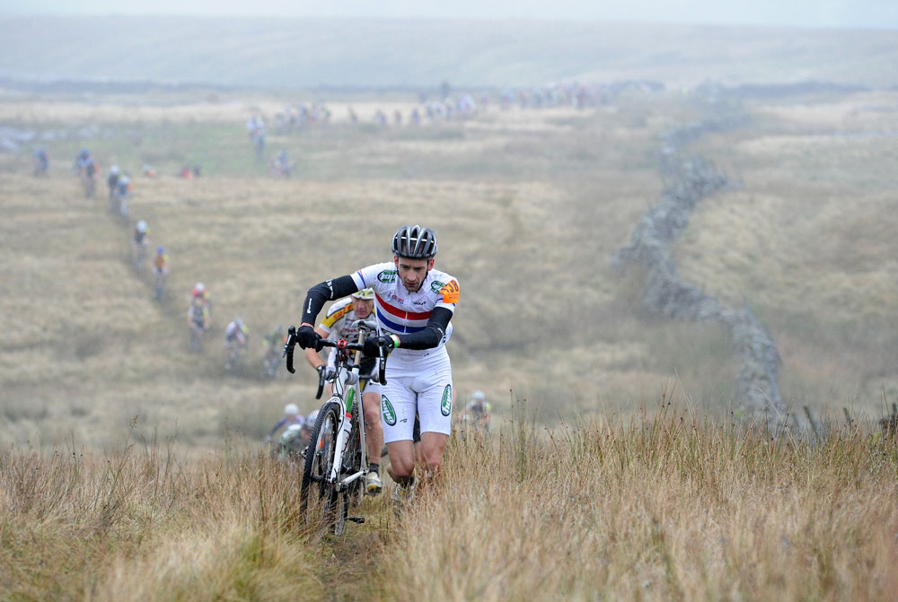 Paul Oldham on Simon Fell, Three peaks Cyclo-Cross 2011