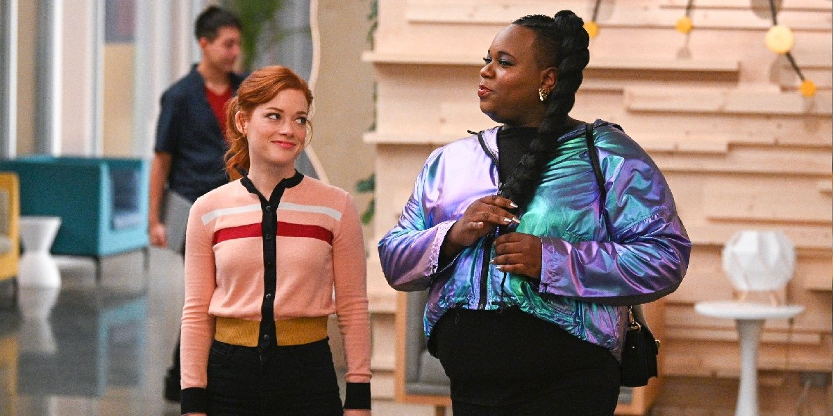 Jane Levy as Zoey Clarke and Alex Newell as Mo in Zoey's Extraordinary Playlist.