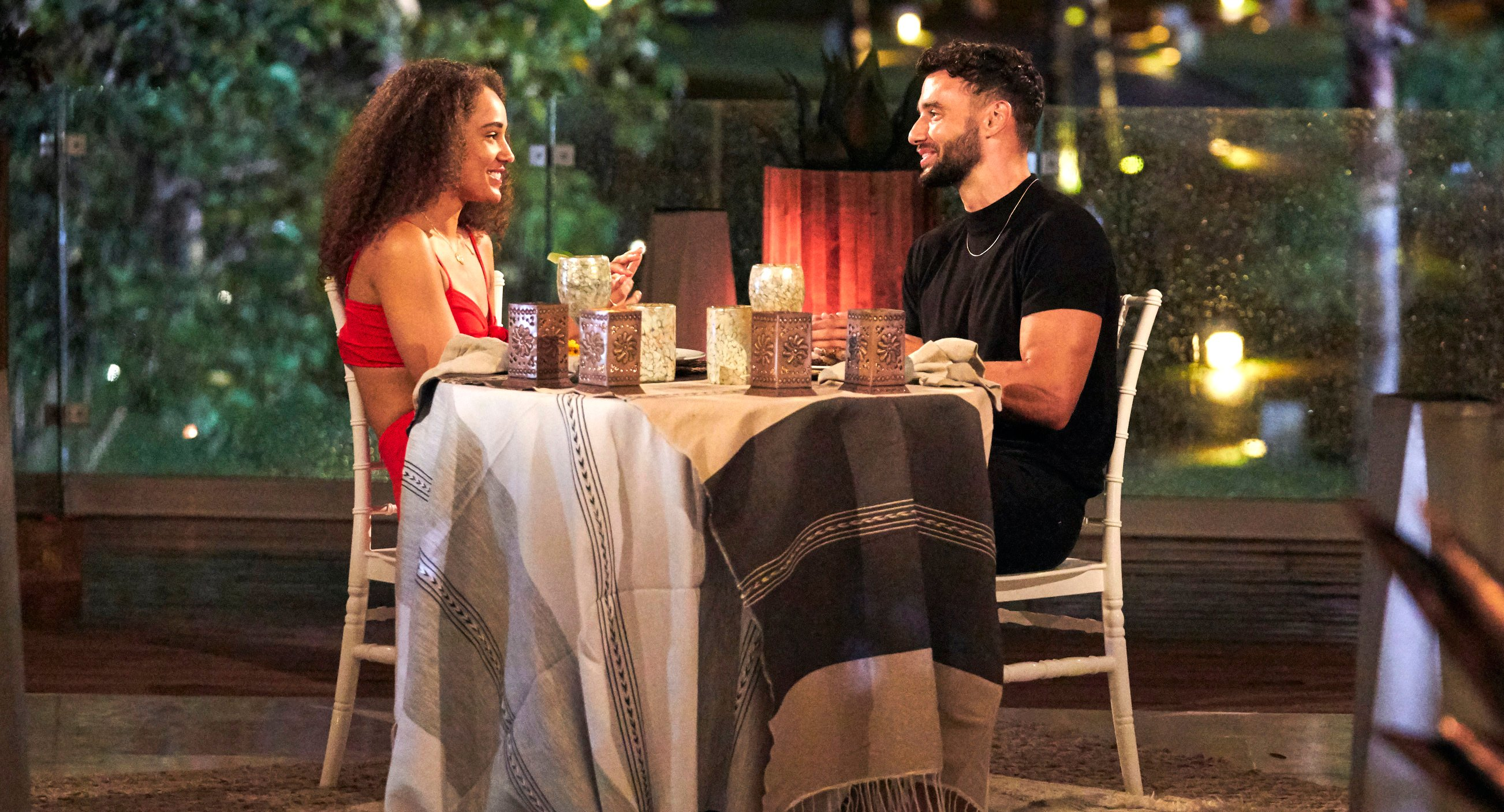 Bachelor in Paradise Pieper James and Brendan Morais eat dinner on a date.