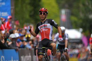 Caleb Ewan wins stage 2 in Stirling