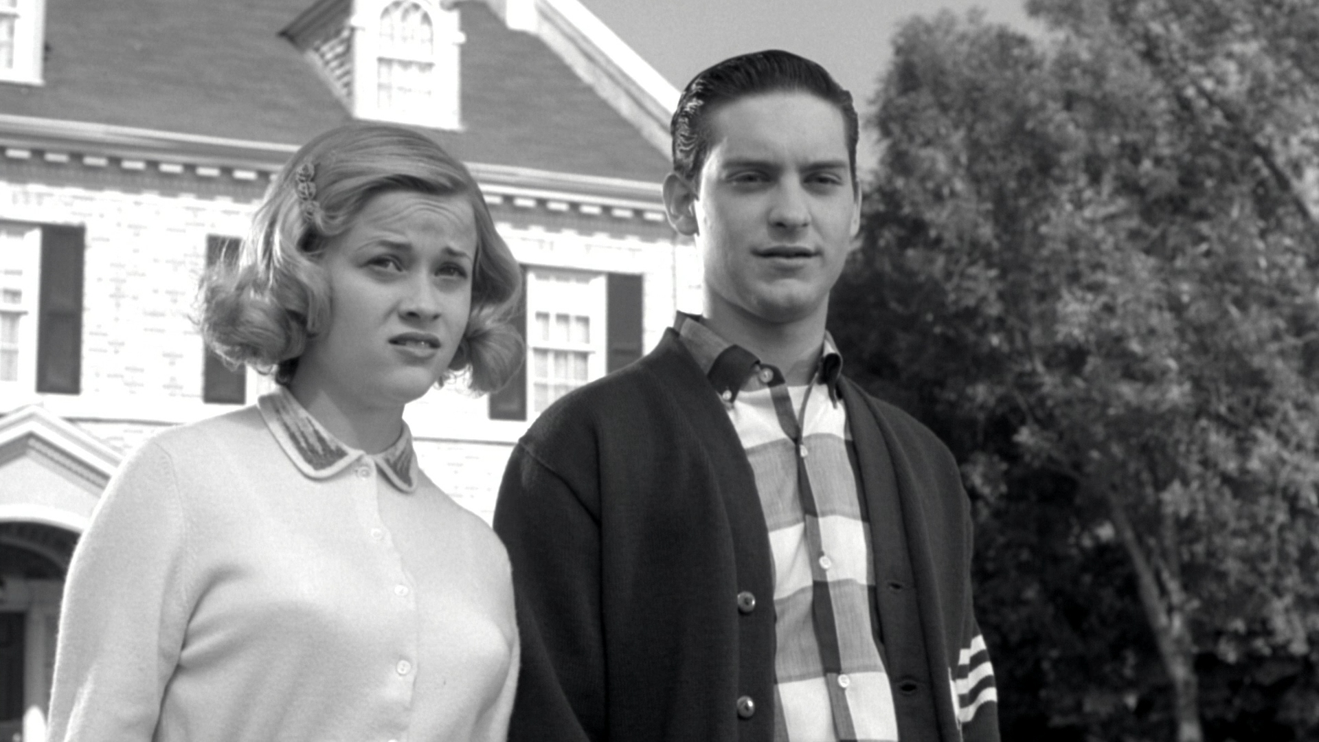 an analysis of the film pleasantville Pleasantville film analysis by: claire, rachel & jireh juxtaposition example 2 two contrasting situations in the same shot real life family on left side of lamp, ideal family on right side.