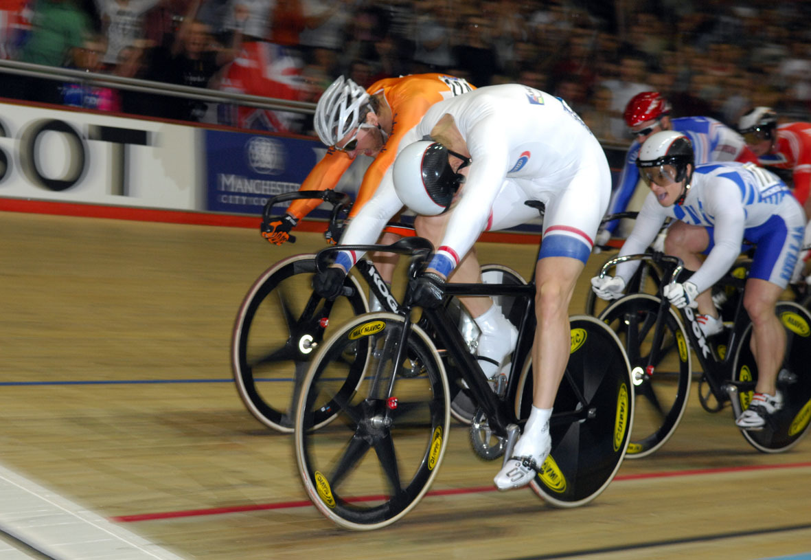 Chris Hoy wins Keirin world title