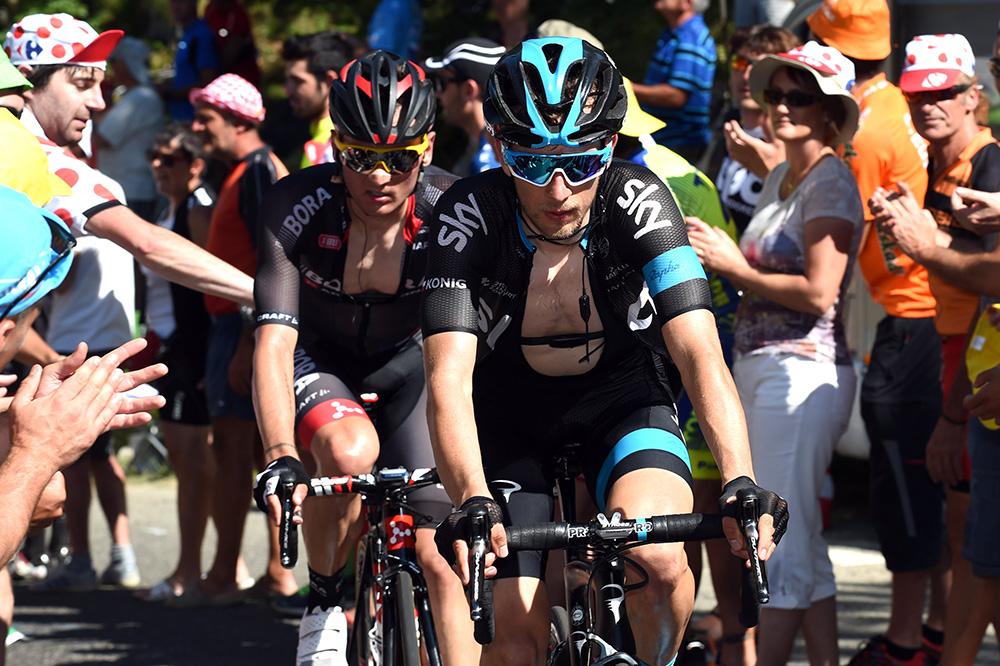 team sky raise the alarm as tour de france fans turn violent cycling weekly. Black Bedroom Furniture Sets. Home Design Ideas