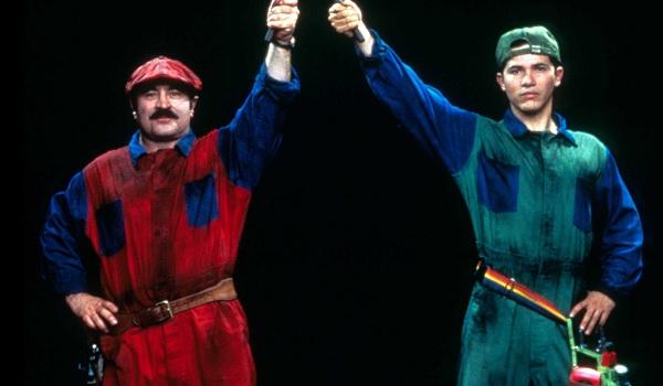 Super Mario Bros Bob Hoskins John Leguizamo crossing plungers