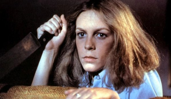 Halloween (1978) Jamie Lee Curtis Laurie hides behind the couch with a knife