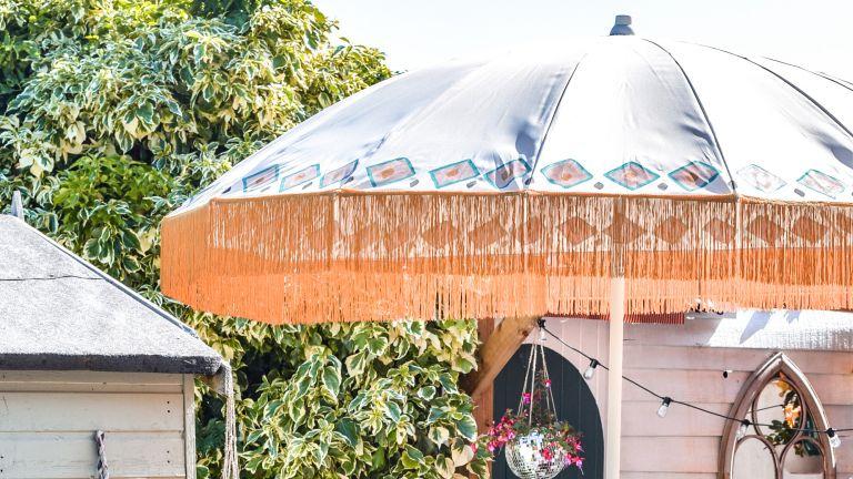 KEA SAMSÖ parasol with a gold fringe after hack