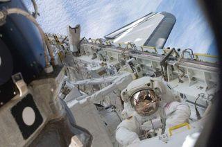 Astronauts to Mark Apollo Moon Landing With Spacewalk