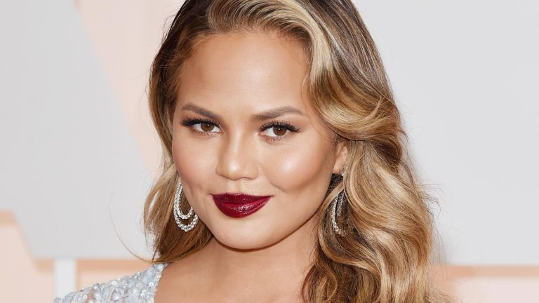 Chrissy Teigen Glowing Skin