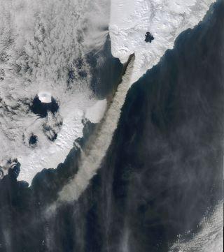 kambalny-eruption-nasa