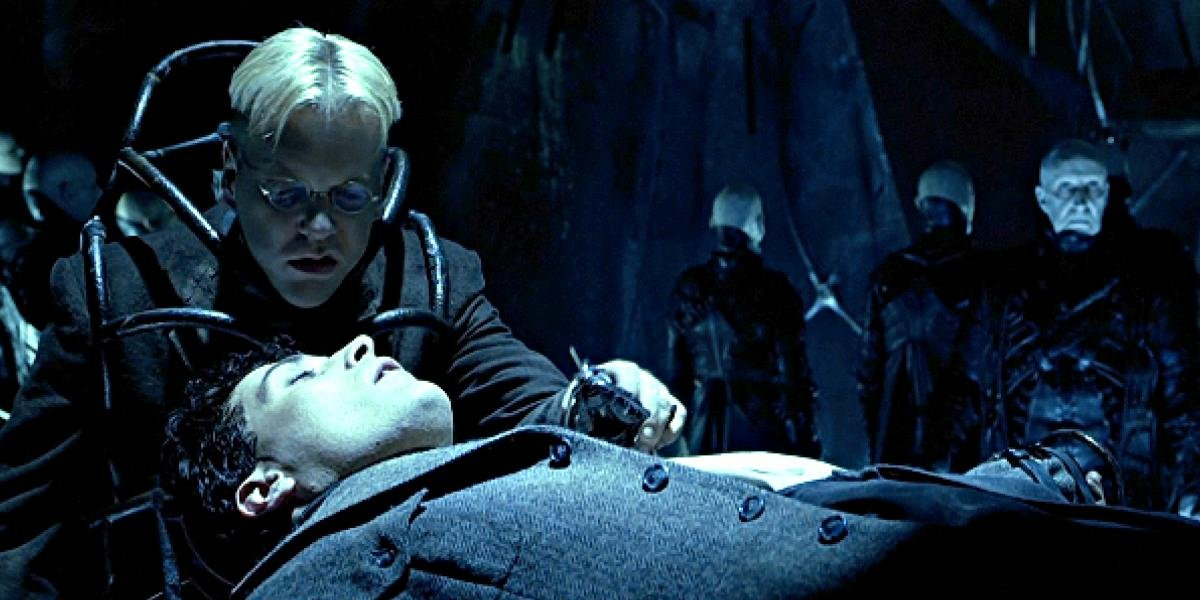 Kiefer Sutherland and Rufus Sewell in Dark City