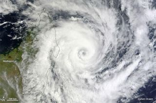 tropical-cyclone-bingiza-110214-02