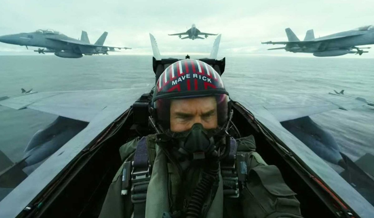 Top Gun: Maverick Tom Cruise in the cockpit, flanked by his squadron