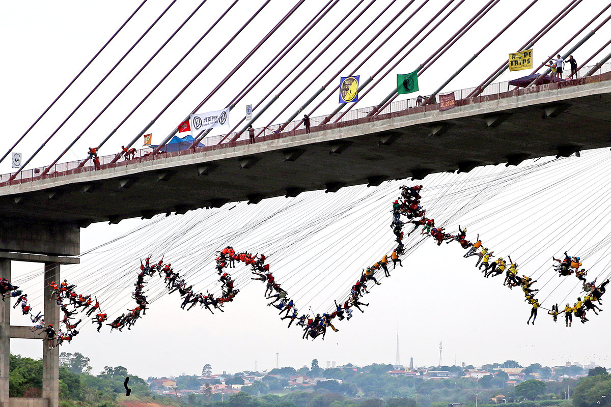 omg-facts-245-people-jump-together-from-bridge