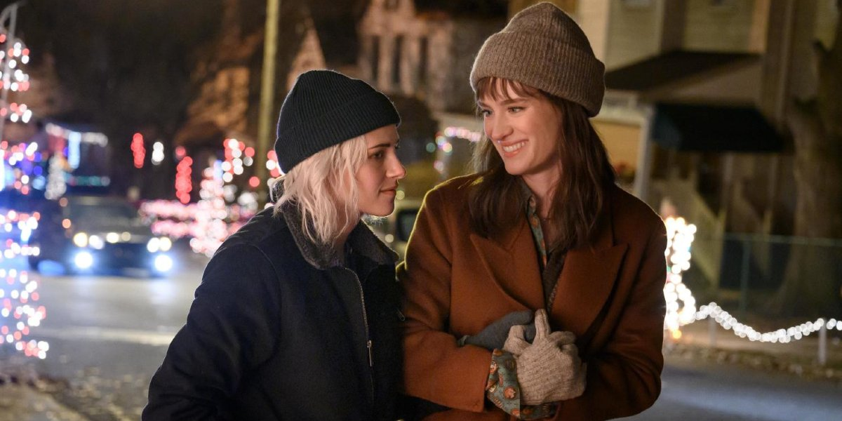 Happiest Season Kristen Stewart and Mackenzie Davis walking down the street