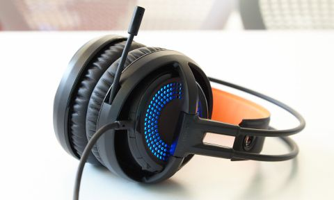526e843b6b1 Although the SteelSeries Siberia 350 doesn't work as an everyday pair of  headphones, it could benefit PC gamers who have compact setups.