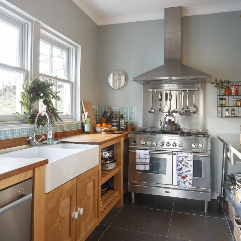 Small kitchen design: how to make the most of a small space
