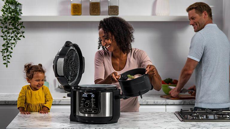 Ninja Foodi Max 9-in-1 Multi cooker 7.5L adding fry basket
